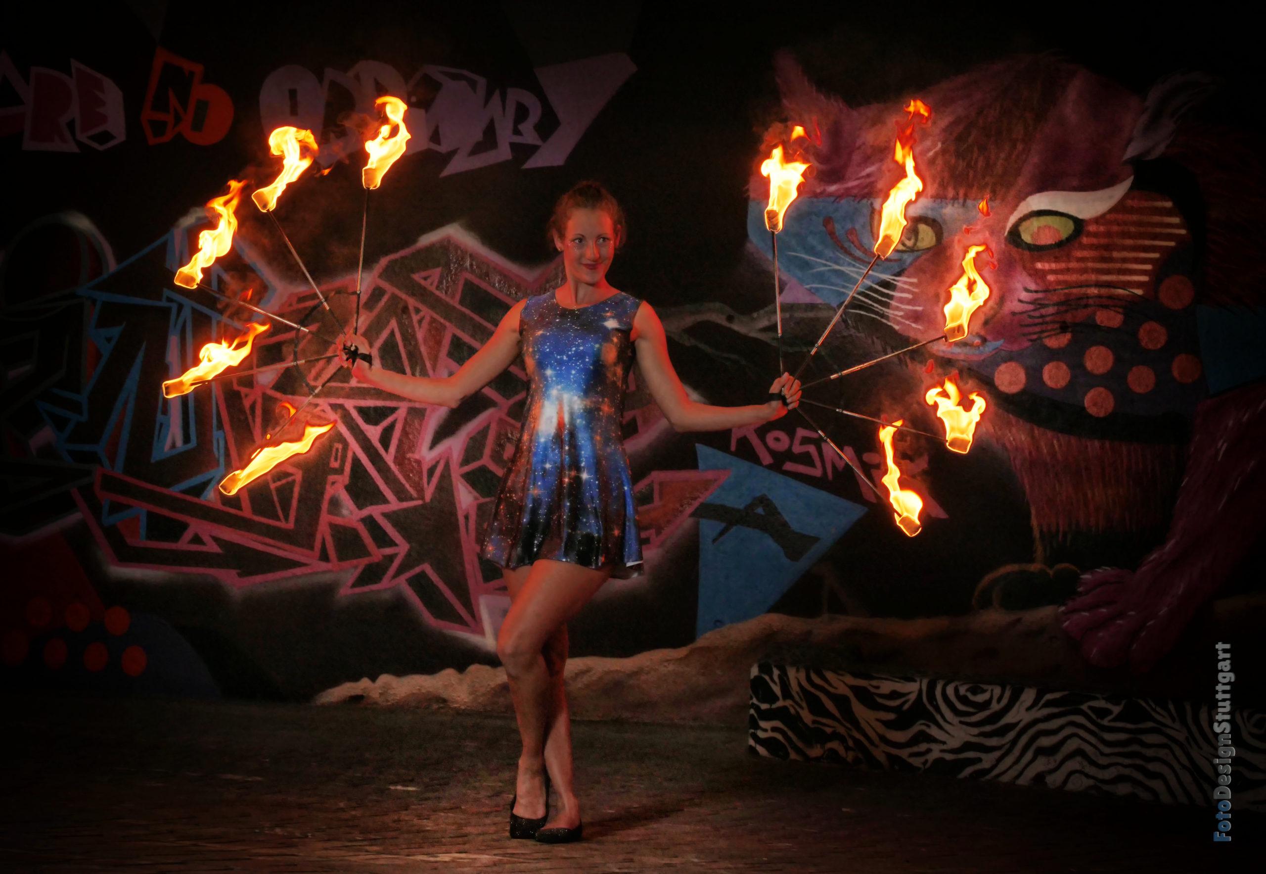 flamazing Feuershow Showvarianten Feuerfächer