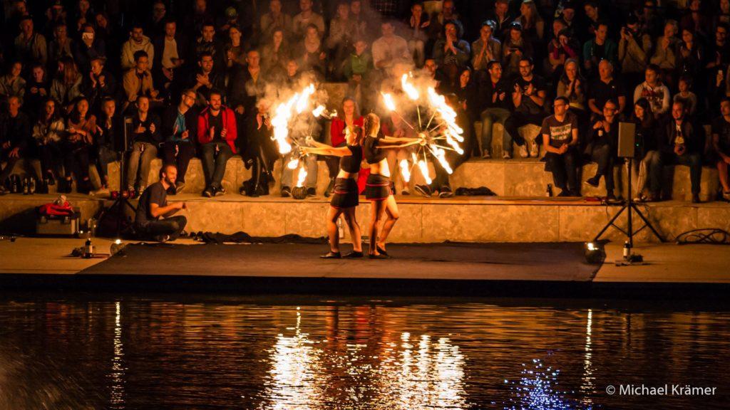 flamazing beim Feuerseefest 2016 Feuerfächer bilden einen Feuerstern