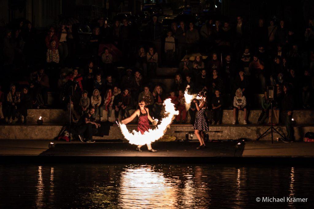 flamazing beim Feuerseefest 2015. Mitreißende Musik und Feuerfontänen.